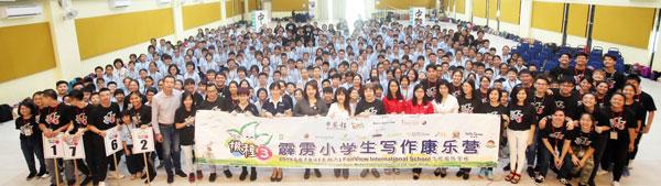340名学生齐聚在飞优国际学校,一同参加《撒种3》霹雳华小学生写作康乐营,学习写作技巧。