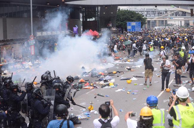 教协指社会气氛正急剧恶化,宣布发动本周全港罢课。