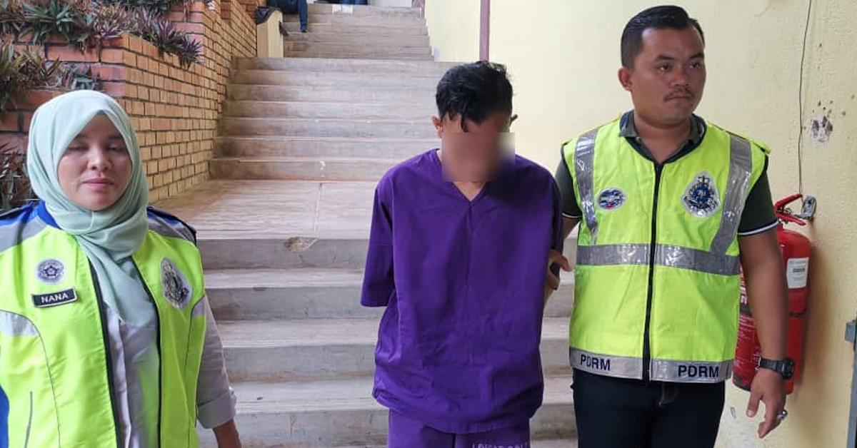 涉嫌在学校厕所强奸女同学的嫌犯被押到法庭申请延扣。