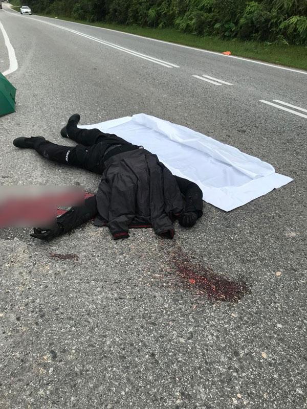 摩哆骑士与客货车相撞后,当场断头惨死。