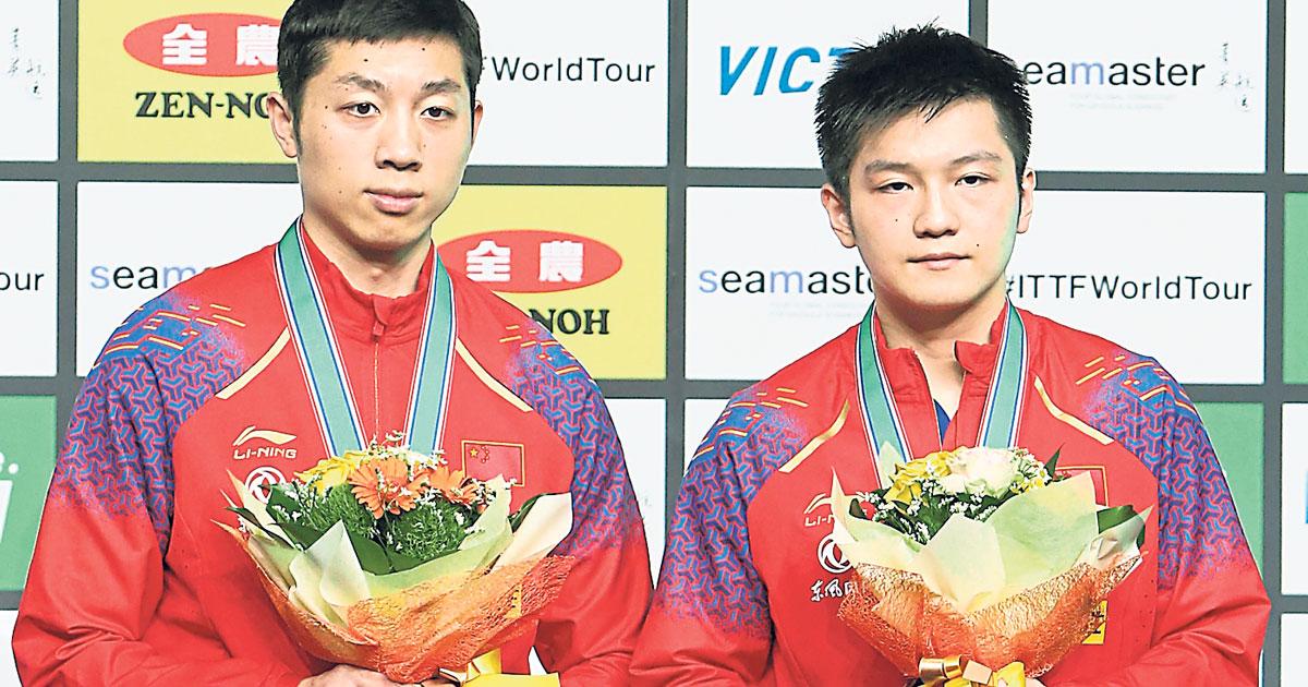 中国组合樊振东与许昕以3比0战胜对手,夺得冠军。(新华社)