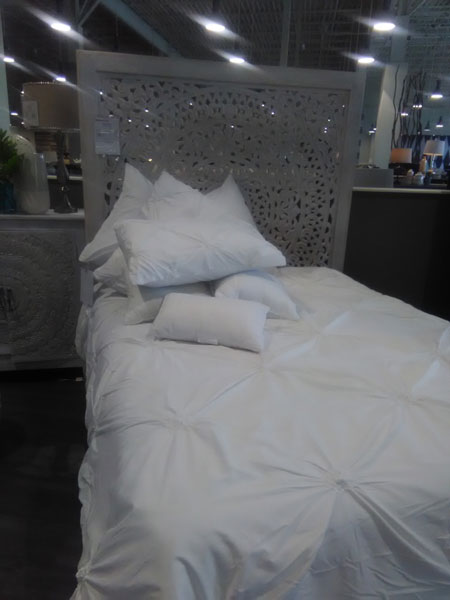 若要裸睡,应该选择适合的床上用品,并经常清洗。