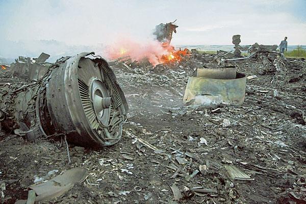 2014年7月17日,马航MH17班机从阿姆斯特丹飞往吉隆坡途中,在乌克兰东部坠毁,机上298人全部罹难。
