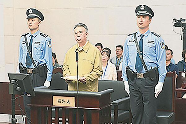 孟宏伟周四在天津市第一中级人民法院受审。(法新社)