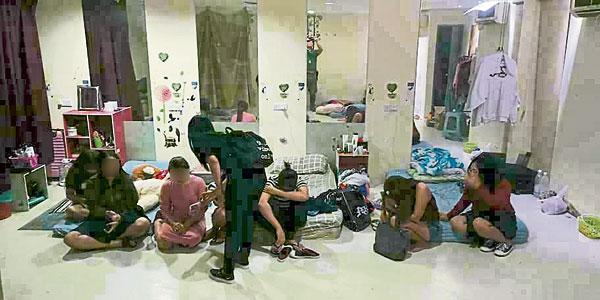 移民局接获情报后,立即展开突击行动,将落网男女带返该局进一步调查。