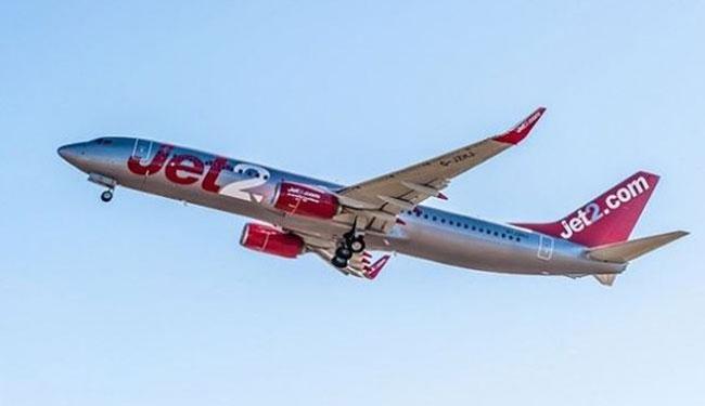 英国廉价航空Jet2发生乘客企图闯入驾驶舱,并殴打机组人员的事件。