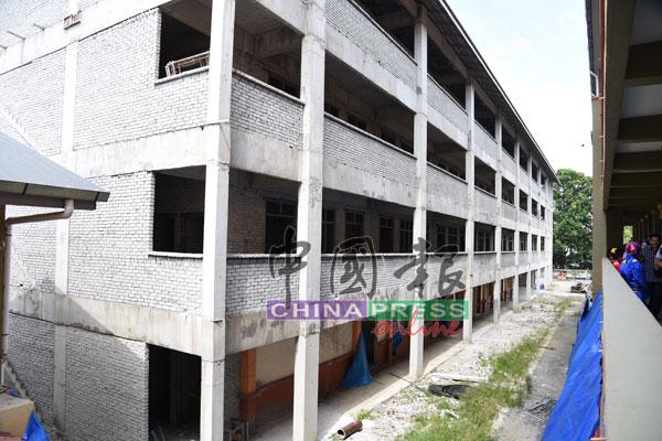 兴建中的峇冬丁宜淡米尔小学新校舍,拥有21间教室。