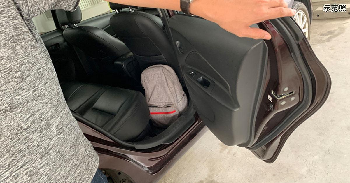 乘客将背包遗留在私召车上,司机起贪念占为己有,被判坐牢3周。(示范照)