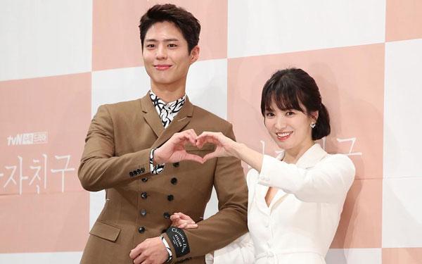 朴宝剑去年与宋慧乔一起出演电视剧《男朋友》。