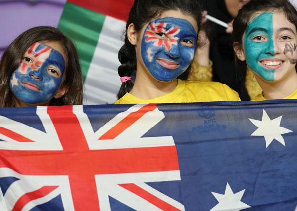 澳洲小球迷给参加亚洲杯的国家队打气。(新华社插图)