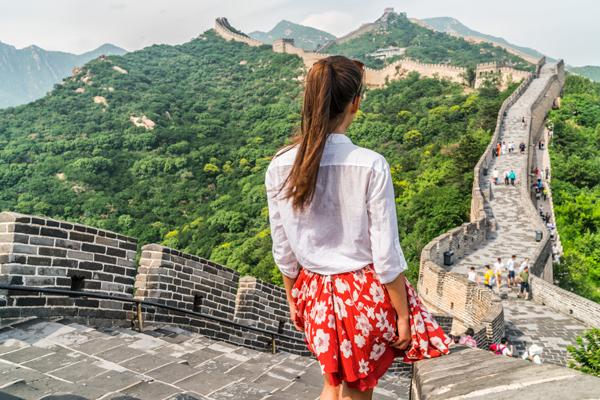 万里长城不是一道单纯孤立的城墙,而是以城墙为主体,同大量的城、障、亭、 标相结合的防御体系。即使是一个人的旅行也不孤单,这里的一景一物足以填满你的孤单。 (图片来源:123rf)