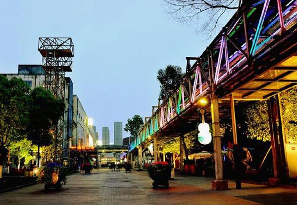 """小编就是爱把成都音乐公园称为""""小鲜肉基地""""。(图片来源:百度)"""