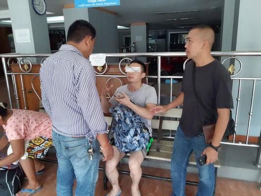余晓东(中)接受泰国警方调查。