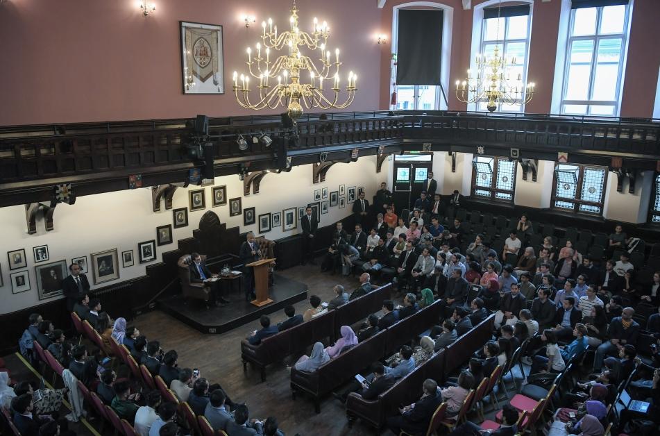马哈迪受邀到剑桥大学辩论社论坛发表演说,吸引逾百人出席聆听。