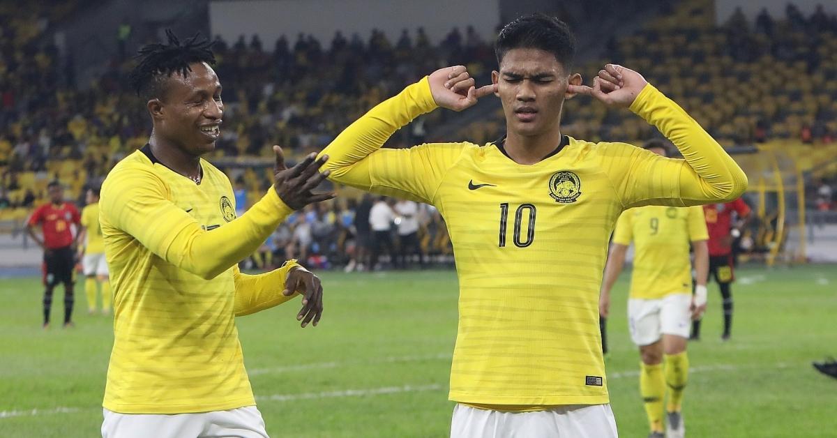 上演帽子戏法的沙里尔(右),和另一进球功臣苏马雷一起庆祝。