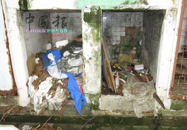 店屋后巷垃圾槽口已停用,但仍有外来者到来丢弃垃圾。