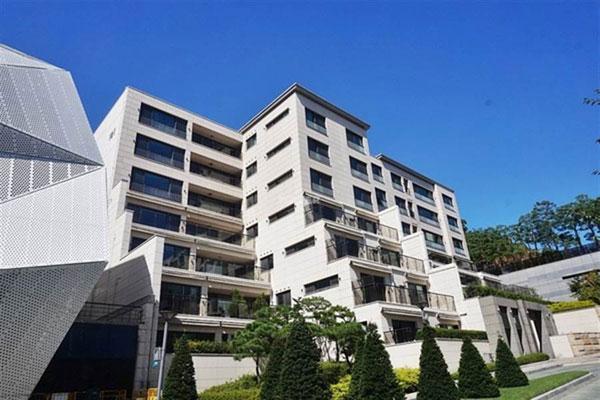 """苏志燮去年11月悄悄买下首尔龙山区的知名高级社区""""汉南the hill""""别墅。"""