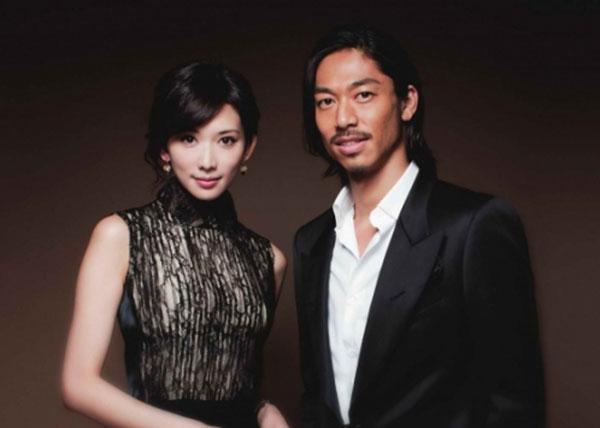 林志玲于本月6日在社交平台宣布与日本组合EXILE成员AKIRA结婚。