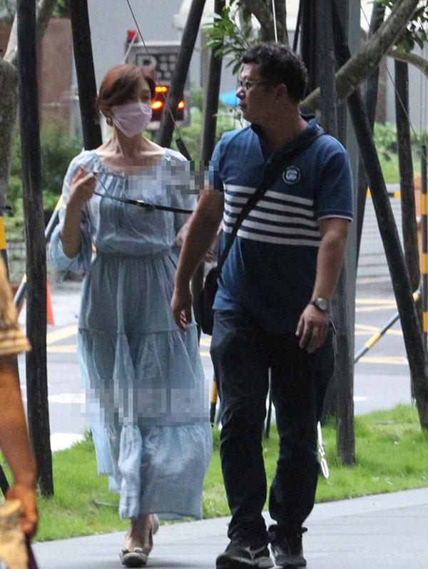 林志玲身穿松身裙平底鞋打扮现身台北。(台湾《苹果新闻网》)