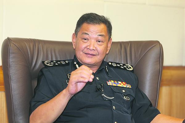 警察总长拿督斯里阿都哈密。