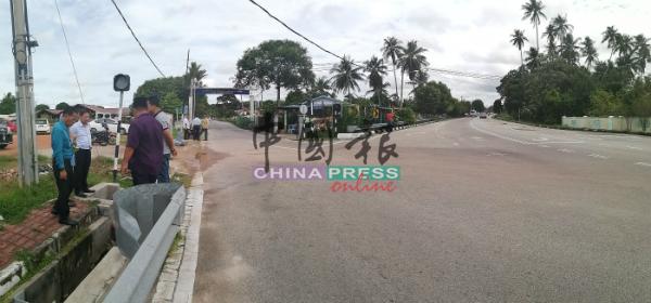 甘榜路口处的水涵疑似太小,加上地势处于低洼区,武吉南眉甘榜葛冬拉浪过去数年,逢雨成灾。