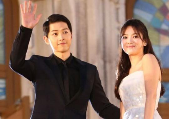 宋仲基(左)与宋慧乔爆出已分居一段时间,双方虽为婚姻努力,但最终仍走到离婚一途。