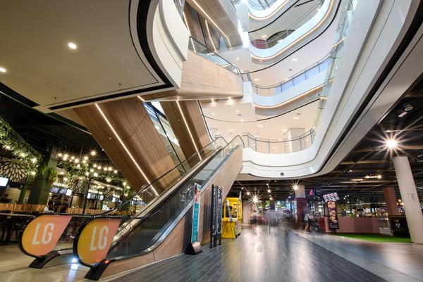 占地94万平方尺的Central i-City囊 括购物、用餐、娱乐及休閒等,带来全方面的购物体验。