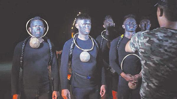 大马首部海军电影《PASKAL》找来哈菲祖嘉马(Hafizul Kamal,左起)、许亮宇和海鲁阿兹林主演。