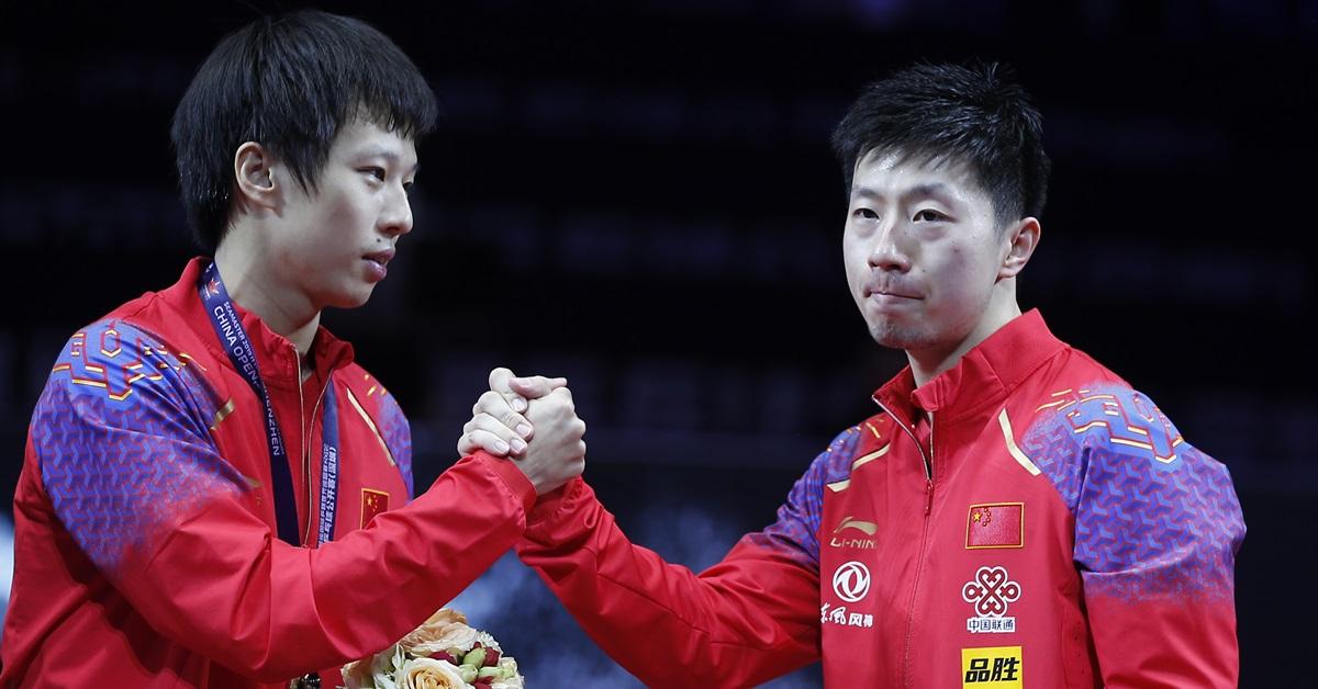 马龙(右)轻取林高远夺得冠军。(新华社)
