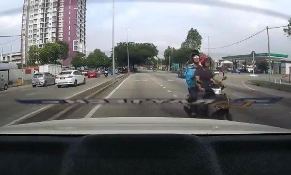 事主轿车的行车纪录仪摄下了匪徒的模样。
