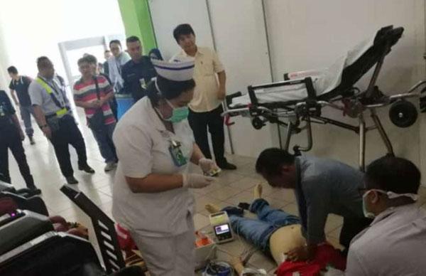医务人员为昏厥华男作心肺复苏后送院抢救不果。