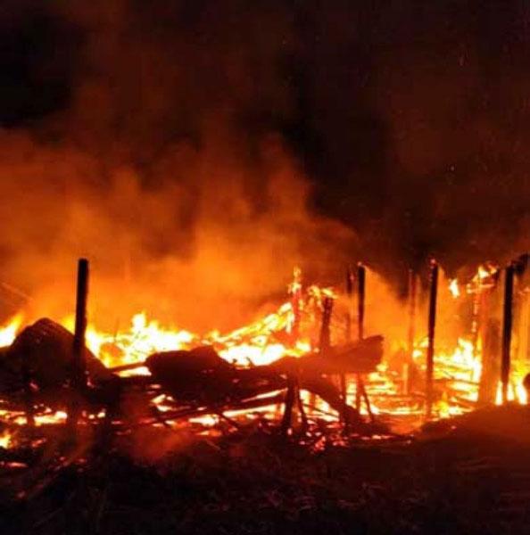 火势猛烈将困在里头男子烧死。