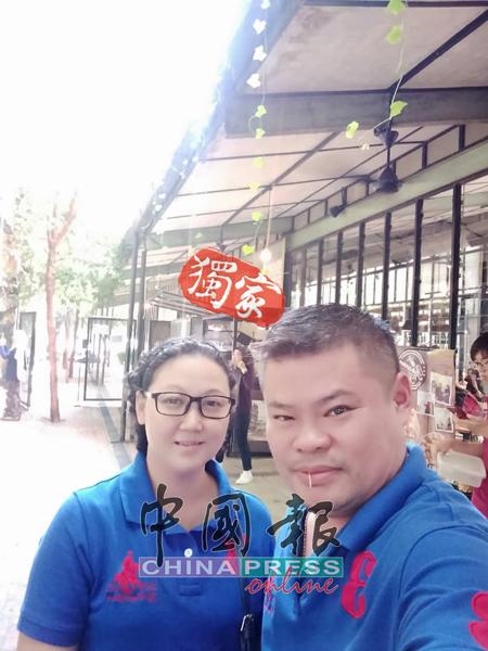 今年的开斋节,廖丰盛与家人到怡保旅游,与太太萧佩珍还留下甜蜜的合照。