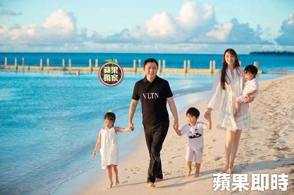 EN0723LSY10:吴佩慈首度曝光一家5口的正面照。(图取自《苹果新闻网》)