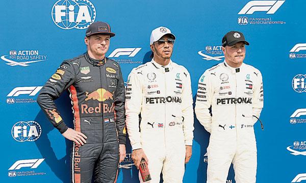德国站F1排位赛跻身三甲位置的车手,左起为维斯塔潘、哈米顿和博塔斯。(美联社)