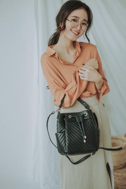SHOPLOOH网站也特设部落格,介绍最新时尚潮流、服饰搭配建议及好吃好