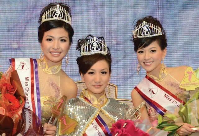 陈伟琪(左)2011年参加温哥华小姐,获得亚军、最上镜小姐及最优雅模特奖。