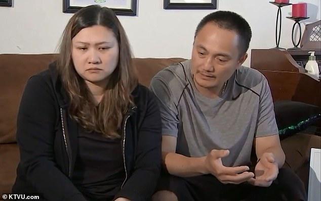 特里斯坦的母亲贝莉(左)和父亲马克。