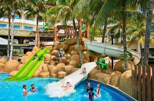 划啊划,冲啊冲~水上游乐设施,大人小孩都爱玩!