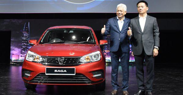 宝腾汽车总执行长李春荣博士(右)和副手拿督拉兹夫共同推介大改款宝腾赛佳。