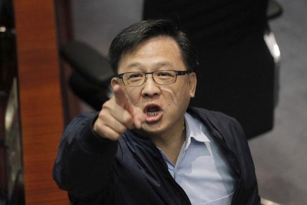"""香港港议员何君尧呛女网友""""你自慰啦"""",事后更坚不道歉。(美联社)"""