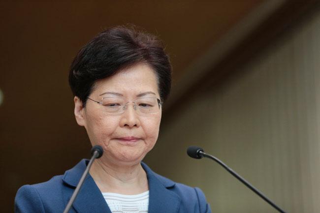 林郑月娥周二出席行政会议前会见传媒。