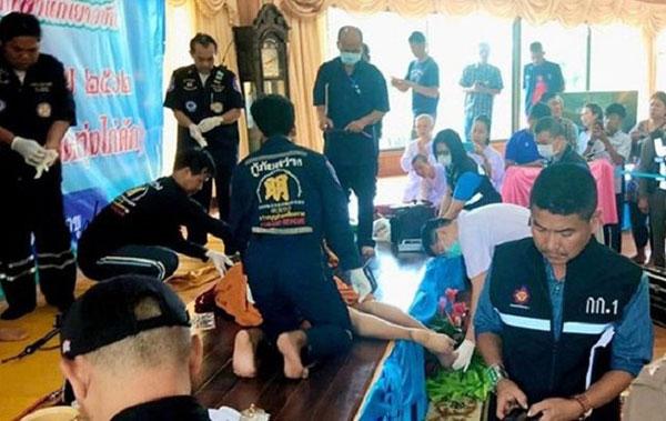 """泰国呵叻府的""""Suwan Pakdee""""寺的住持高僧,周一在讲台上被枪杀。"""