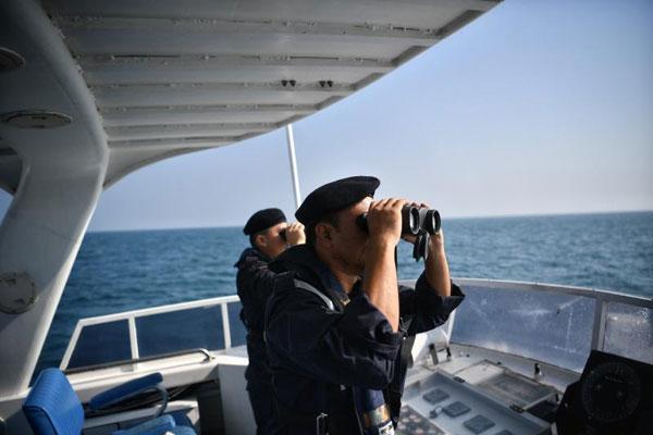 海事执法机构连日在海上进行每日12小时的搜索。(图/海峡时报)