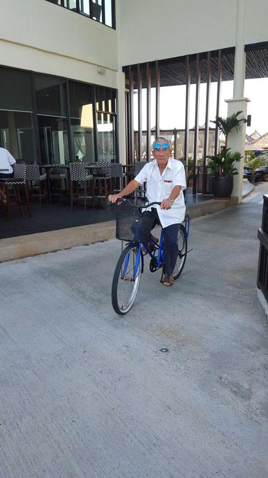 阿公生前身体硬朗,常骑脚车出门,每天风雨不改骑车去九仙宫。