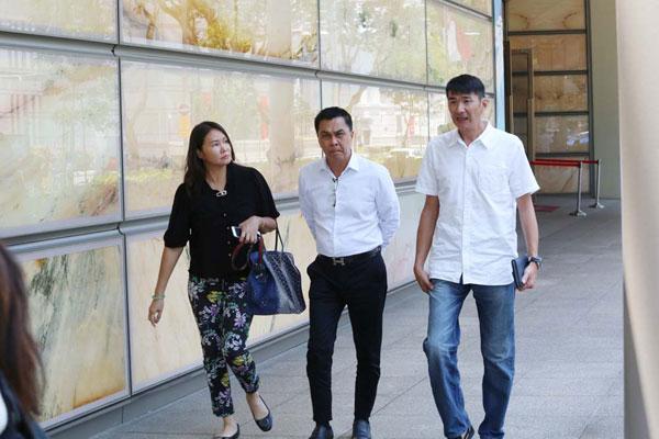 卓永定(中)起诉蒋雅雯要求索回之前给她的200万新元。
