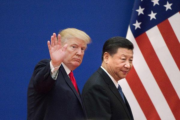 美中战不断升级,图为2017年特朗普(左)与中国国家主席习近平会晤。