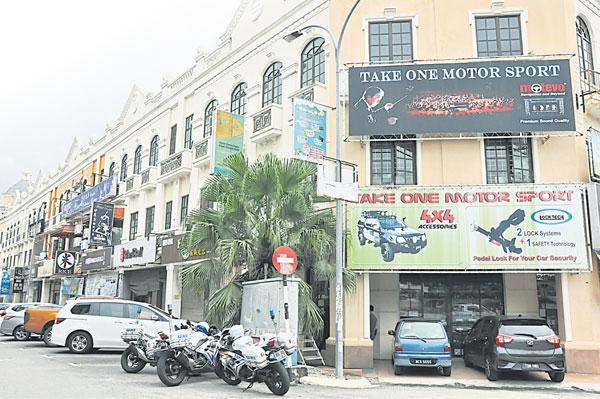 罗白金群利商业区及千禧商业区频频发生罪案,商家被建议自聘守卫发起夜间巡逻。