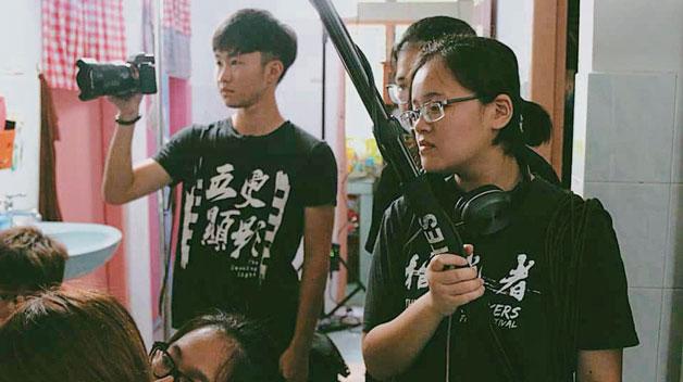 第14届影像组的毕业生在拍摄影片,每个人都好认真 !