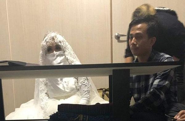 要跟女方结婚时,女方的照片是这样的。